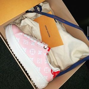 LV  TIME OUT SNEAKER